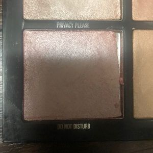 Kylie Cosmetics Makeup - Kylie pressed illuminating powder